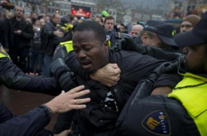 Clashes at the protests in Gouda against the Zwarte Piet parade led to violent arrests