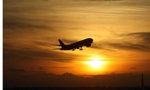 Heathrow-Airport-plane-ta-001